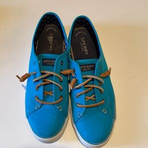 SPERRY TOPSIDERS.  Canvas sneakers, size 9